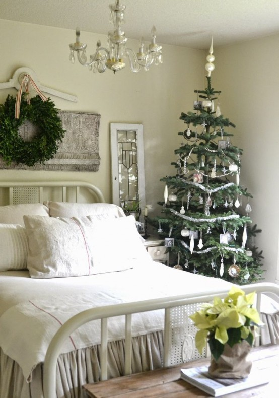 Christmas Bedroom Decor Ideas thewowdecor (37)