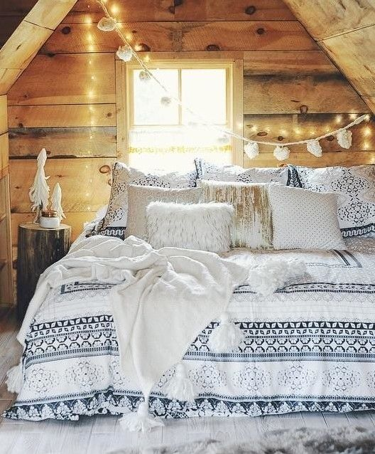 Christmas Bedroom Decor Ideas thewowdecor (39)