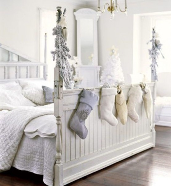 Christmas Bedroom Decor Ideas thewowdecor (7)