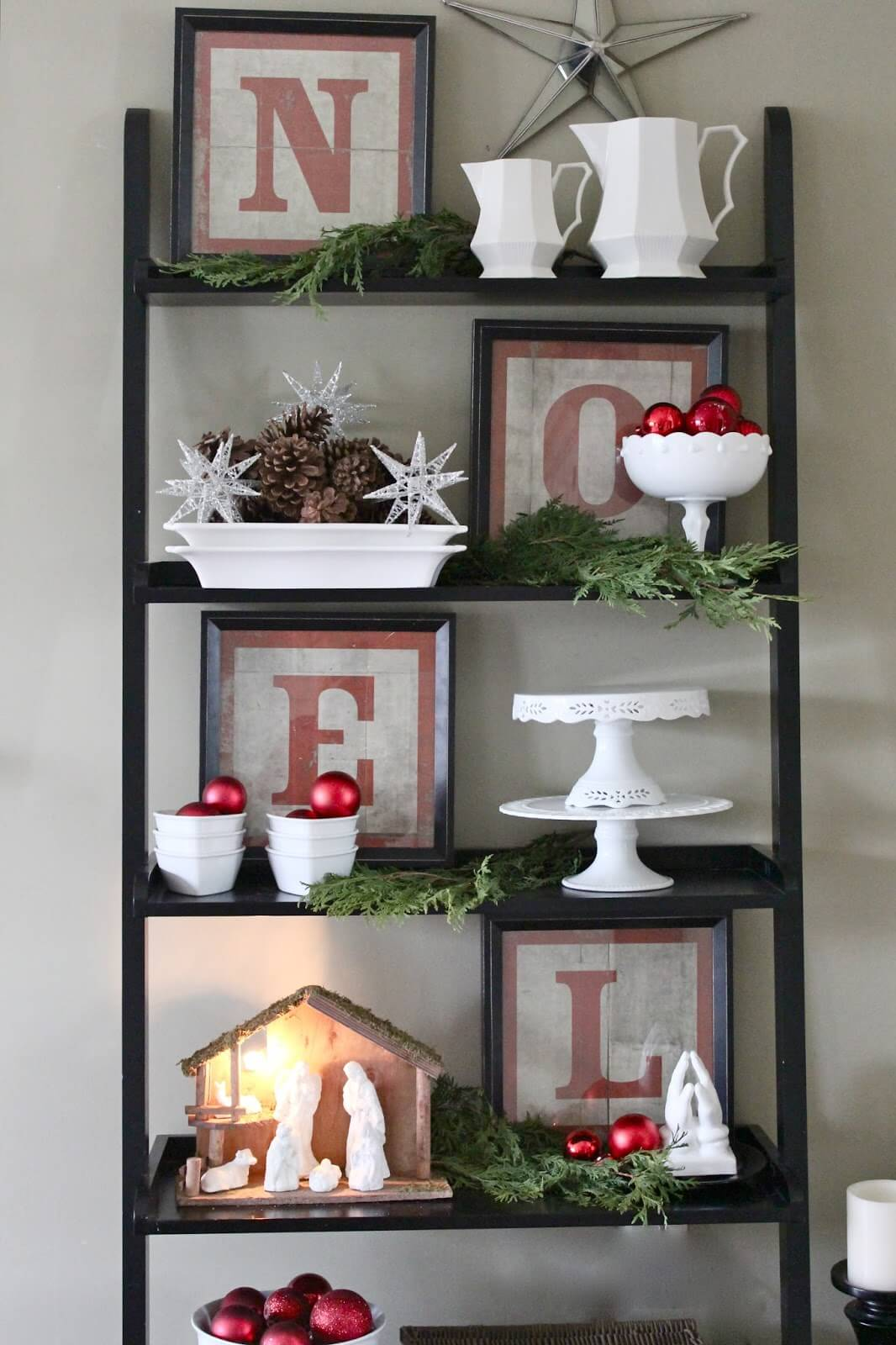 Christmas Keepsakes Shelf Idea thewowdecor