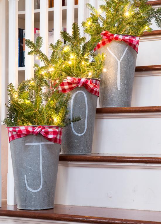 Christmas Stairs Decoration Ideas thewowdecor (1)