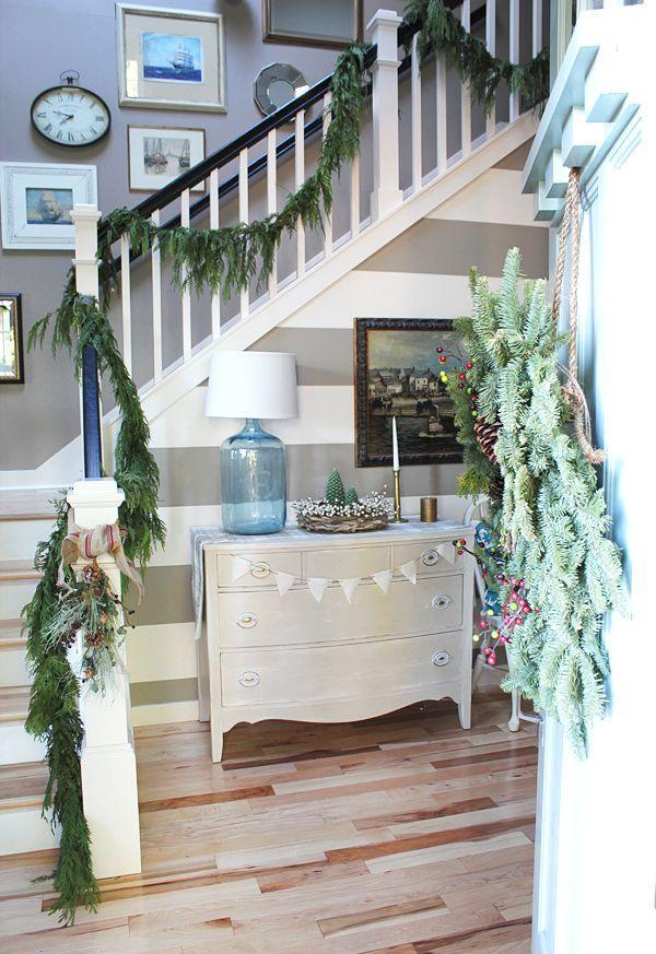 Christmas Stairs Decoration Ideas thewowdecor (28)