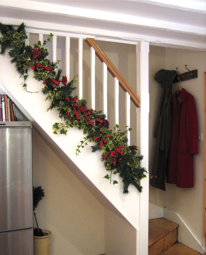 Christmas Stairs Decoration Ideas thewowdecor (3)