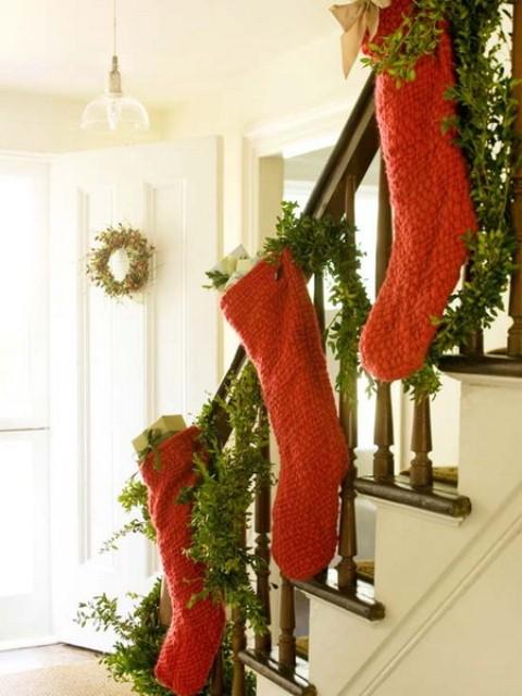 Christmas Stairs Decoration Ideas thewowdecor (36)