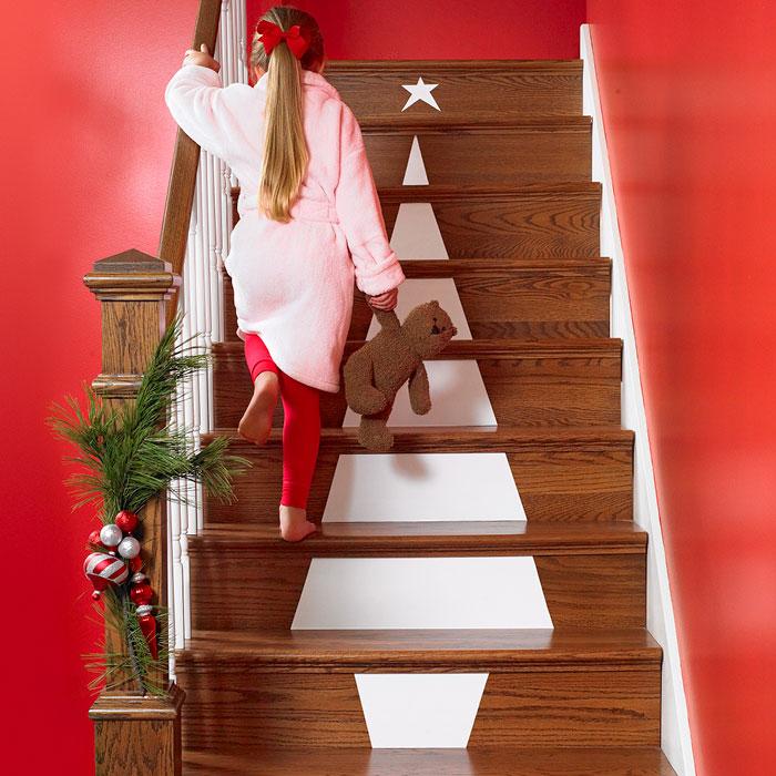Christmas Stairs Decoration Ideas thewowdecor (43)