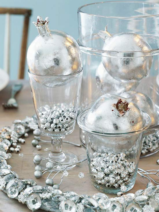 Christmas-Table-Decorations-Idea-Silver