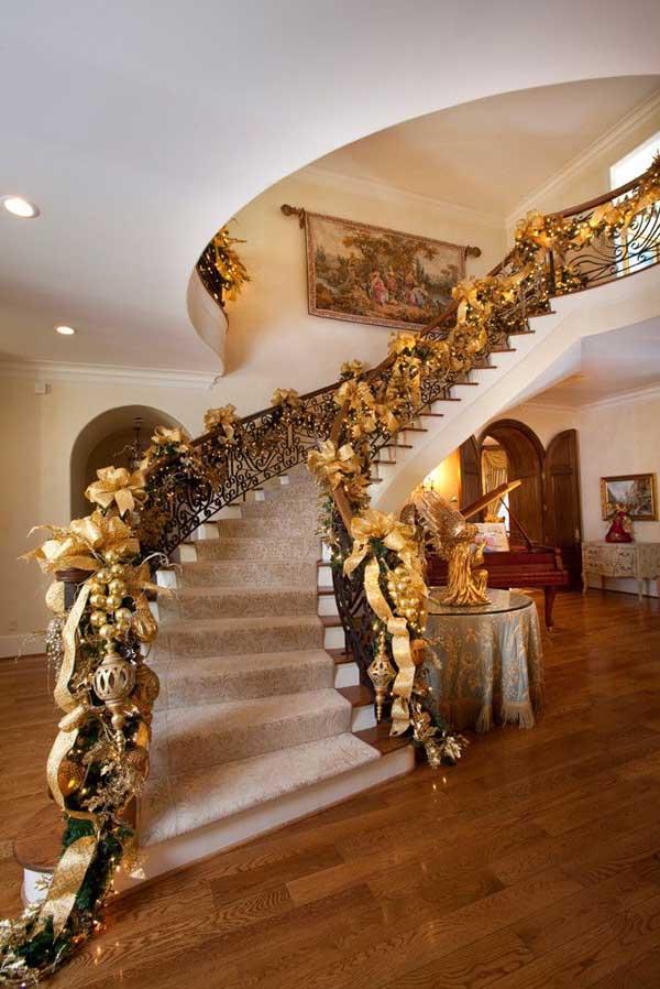 Gold Christmas Decoration Ideas (24)