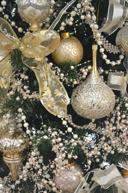 Gold Christmas Decoration Ideas (36)