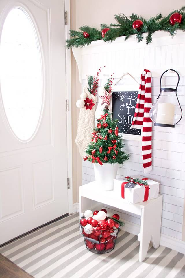 Red Christmas Decoration Ideas for Entryways thewowdecor