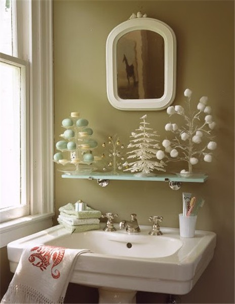 Decorate Your Bathroom for Christmas