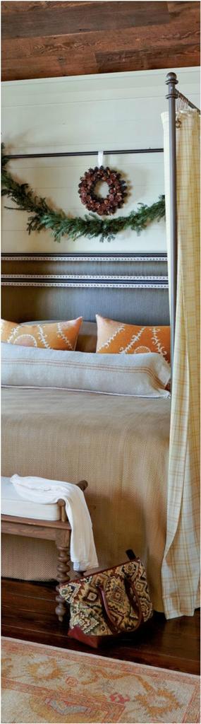 cabin_christmas_master_bedroom