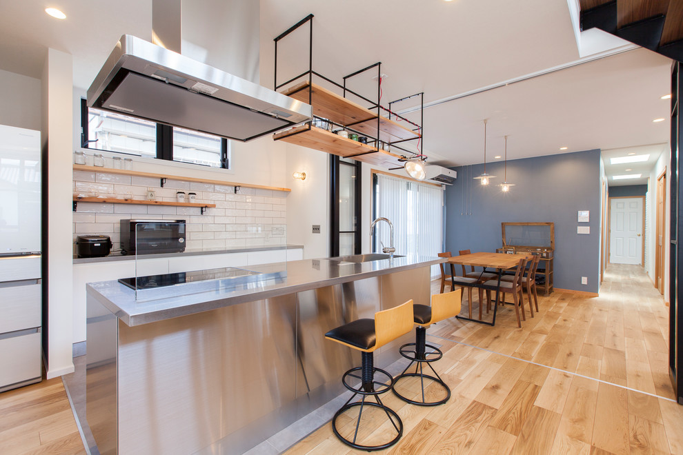 Industrial-asian-style-kitchen