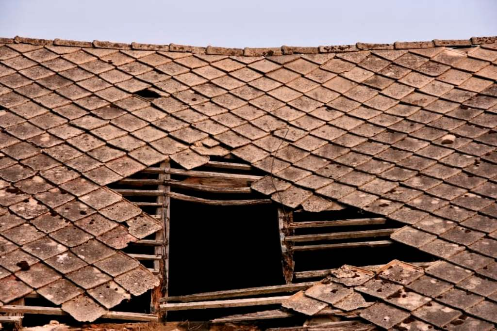 Sagging or Dipping Roofs