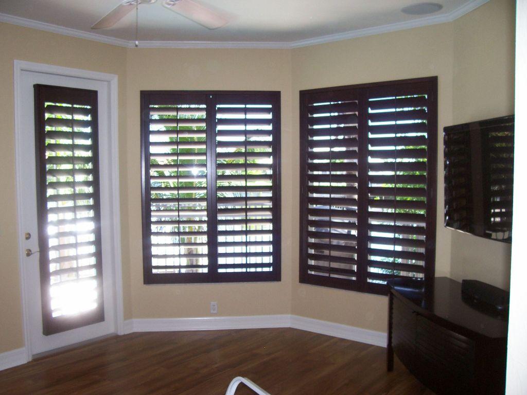 Wood plantation shutters