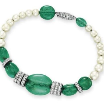 AN ART DECO EMERALD, NATURAL PEARL AND DIAMOND BRACELET