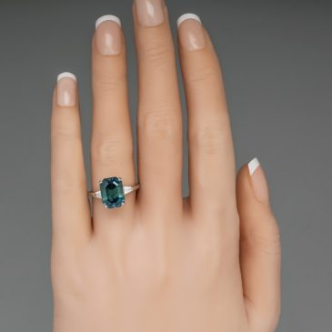 A Gorgeous 5.9 Ct No Heat Color Change Montana Sapphire Ring Blue to Green