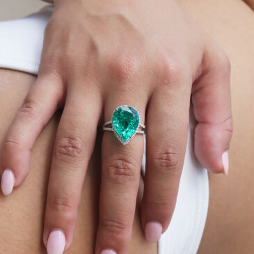 Gorgeous Pear Emerald Halo Ring with Diamonds 18K White Gold 7.92ctw