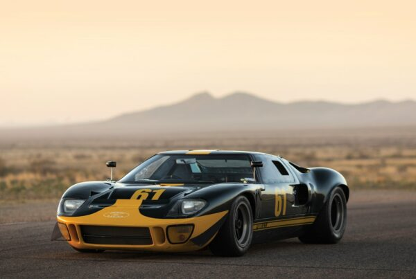 1966 ford gt40 MKI on track