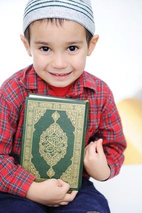Learn Quran Kids - Muslim kid with Quran