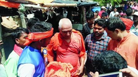 Right wing mob attacks Swami Agnivesh