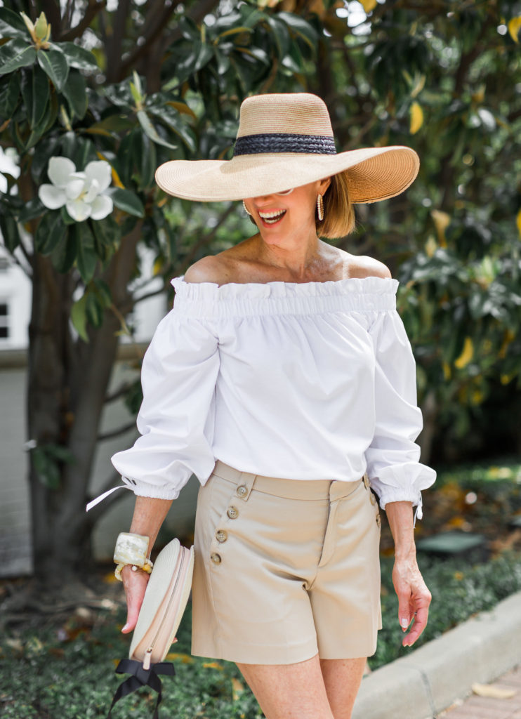 Fashionomics stays out of the sun with floppy straw hat.
