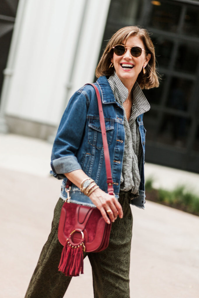 Cross-body-bags make a fashion statement on over 50 blogger