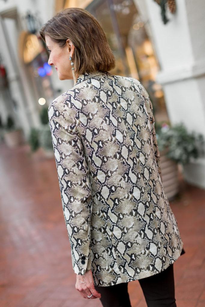 Fashionomics Fashion Blogger wears snakeskin