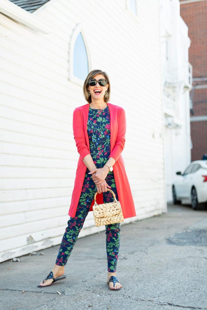 navy flat sandals on fashion blogger