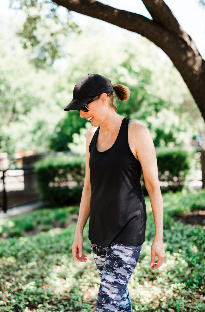 fashiomics over 50 blogger in activewear