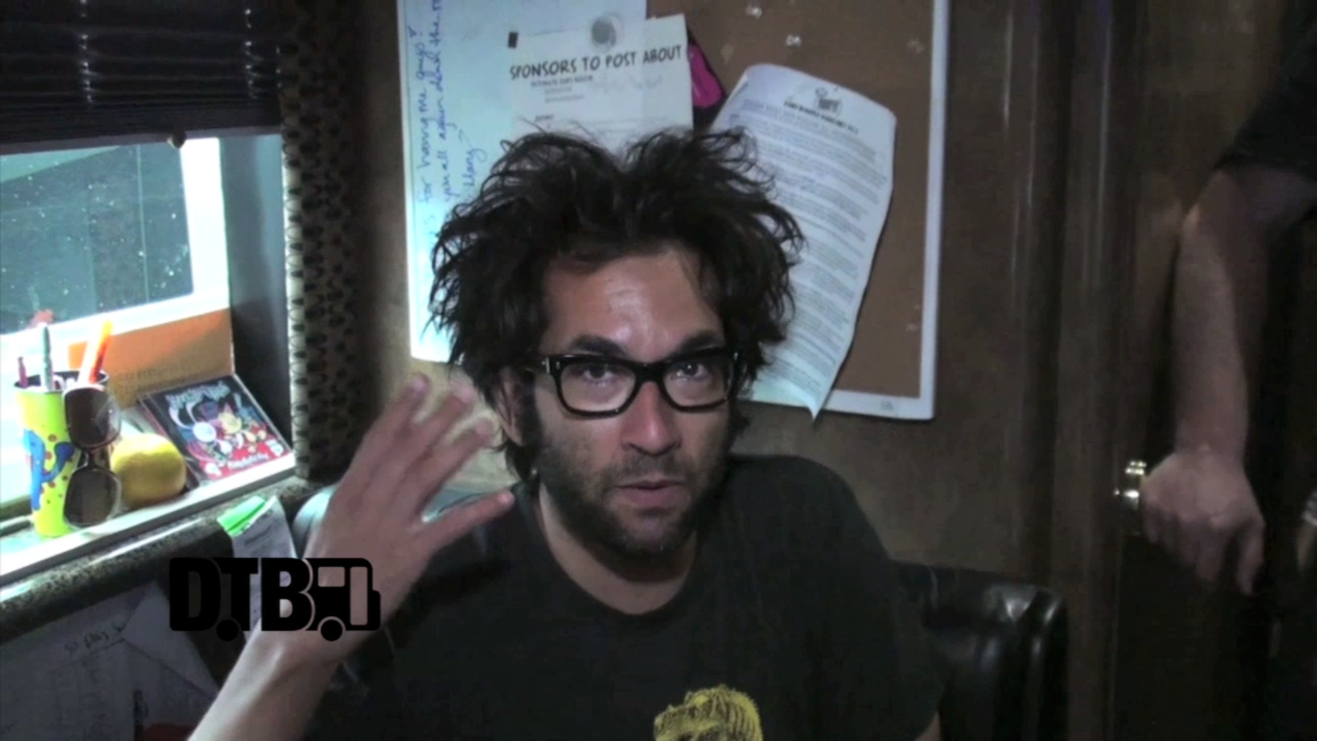 Motion City Soundtrack – BUS INVADERS Ep. 490 [VIDEO]