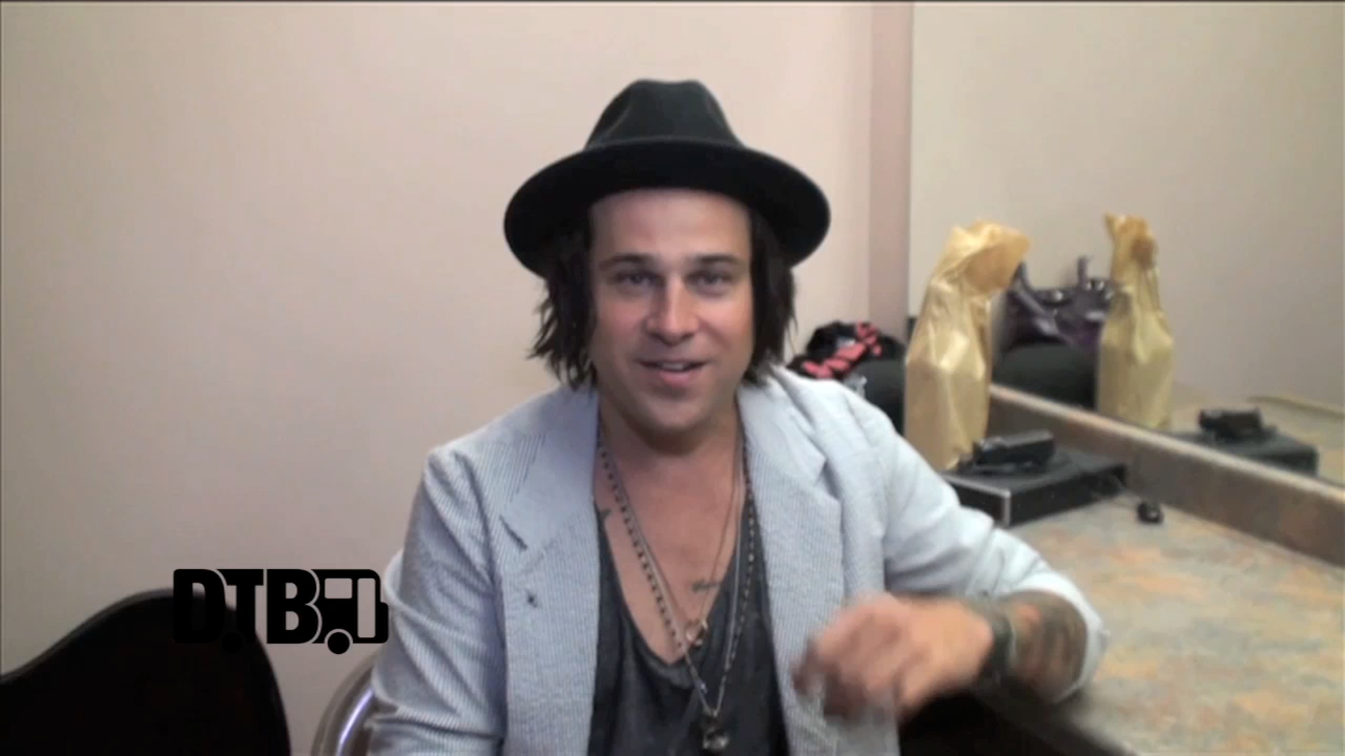 Ryan Cabrera – CRAZY TOUR STORIES [VIDEO]