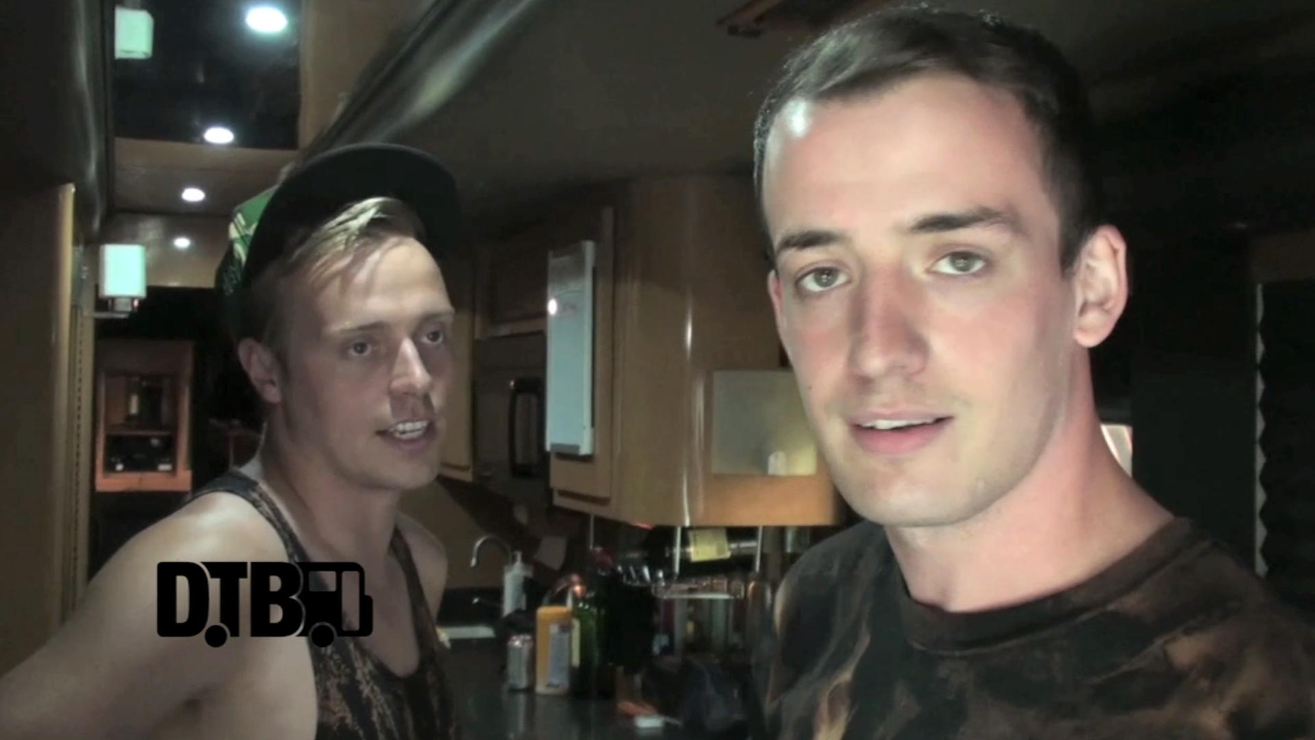Architects (UK) – BUS INVADERS Ep. 541 [VIDEO]