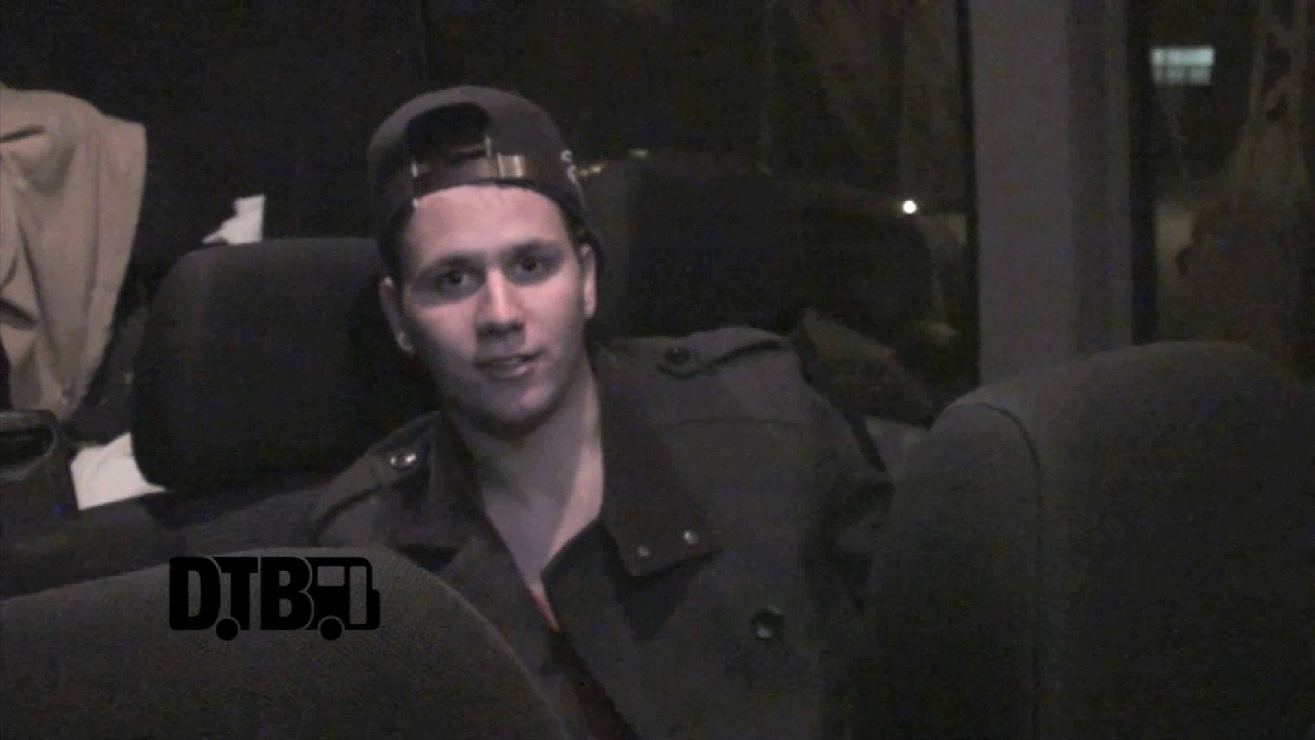 Huey Mack – CRAZY TOUR STORIES [VIDEO]
