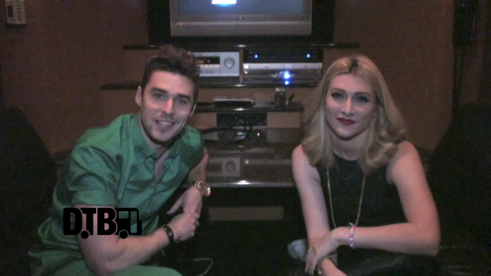 Karmin – BUS INVADERS Ep. 581 [VIDEO]