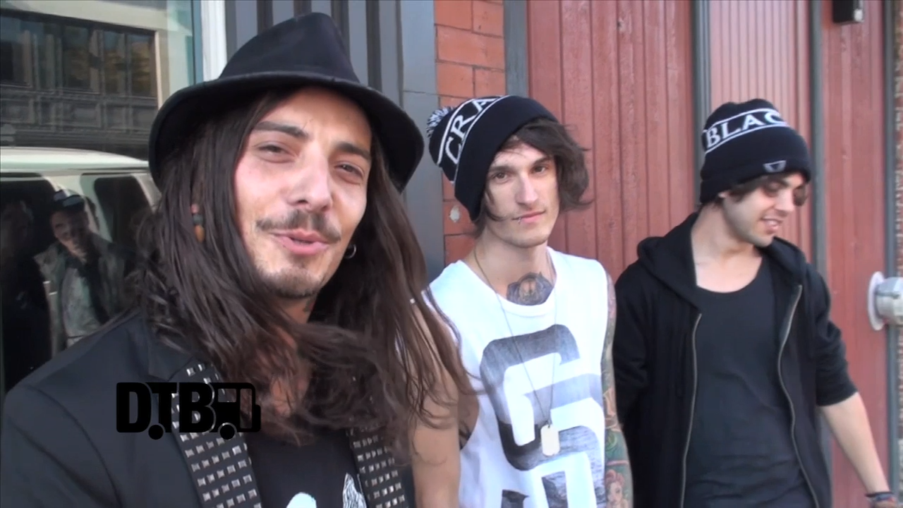 Upon This Dawning – CRAZY TOUR STORIES [VIDEO]