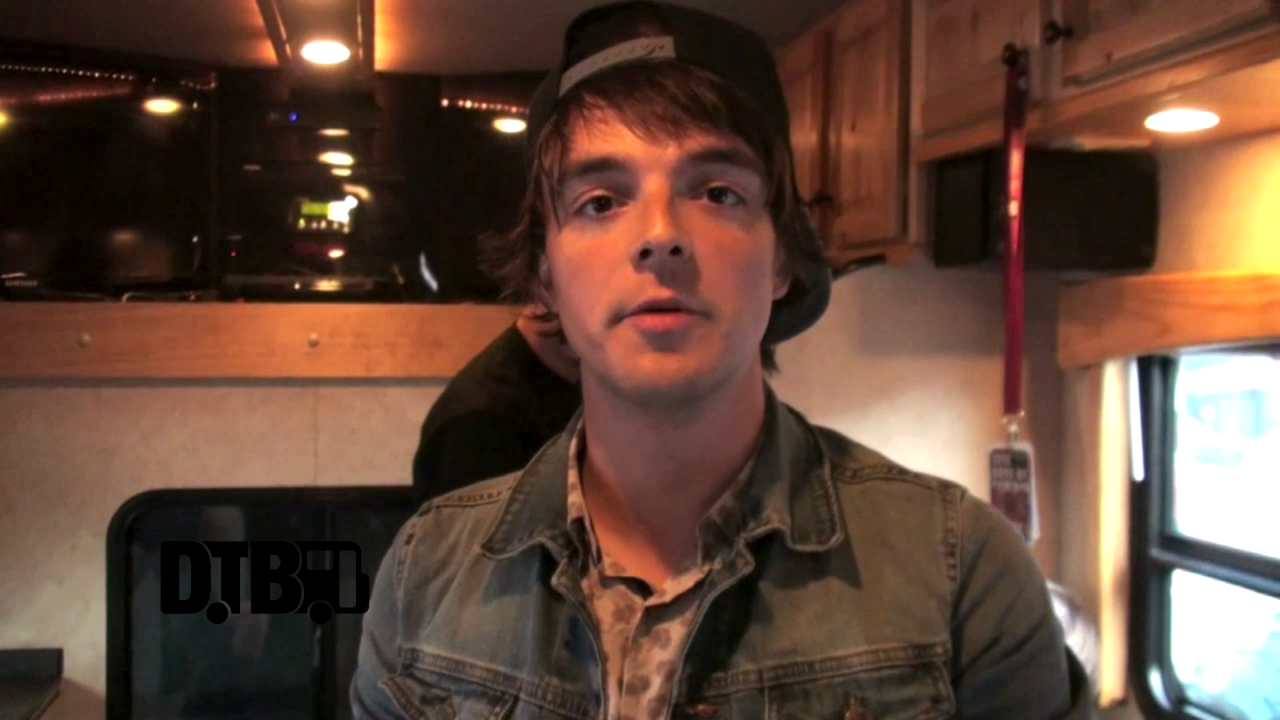 Chunk! No, Captain Chunk! – BUS INVADERS Ep. 700 [VIDEO]