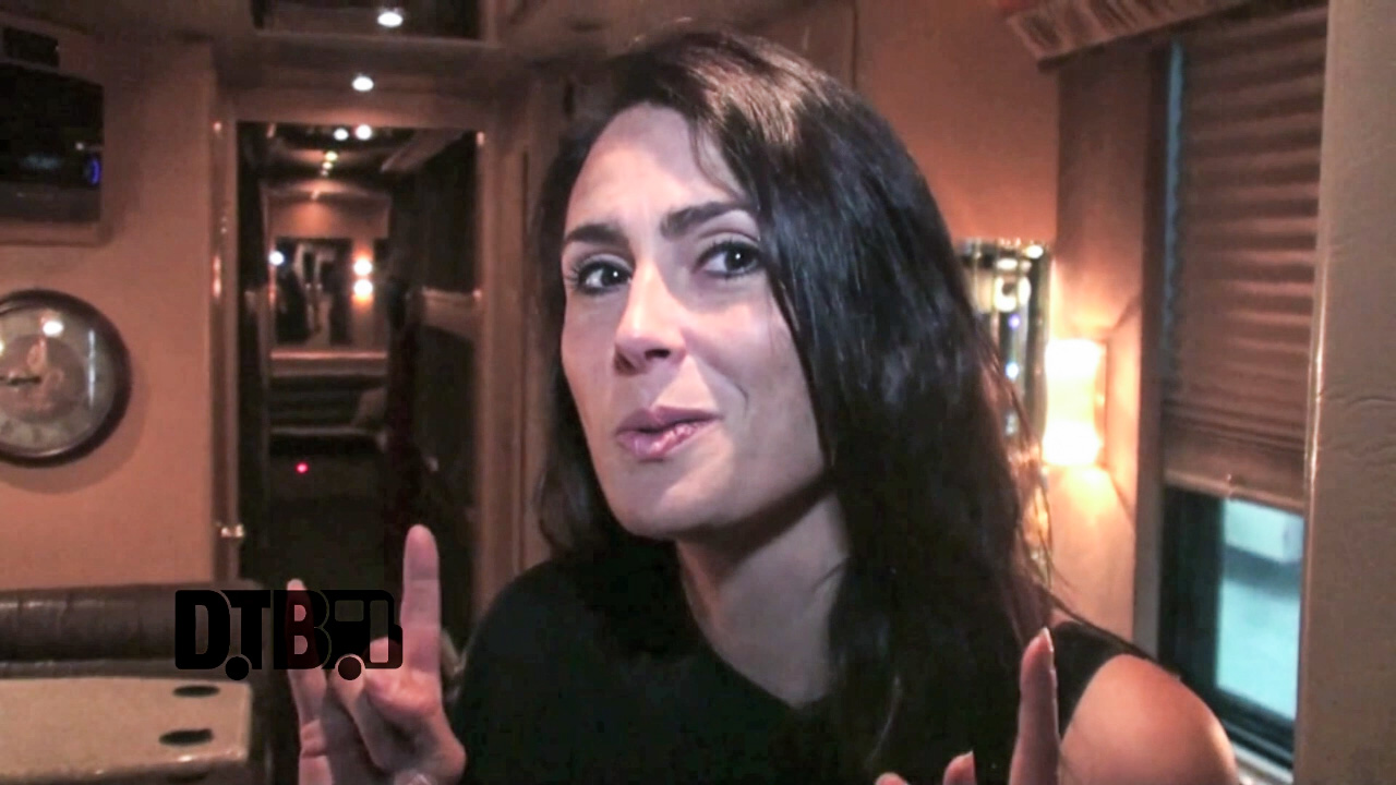 Within Temptation / Sharon den Adel – BUS INVADERS Ep. 722 [VIDEO]