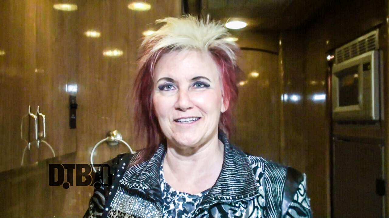 Jennifer Batten – BUS INVADERS Ep. 994 [VIDEO]