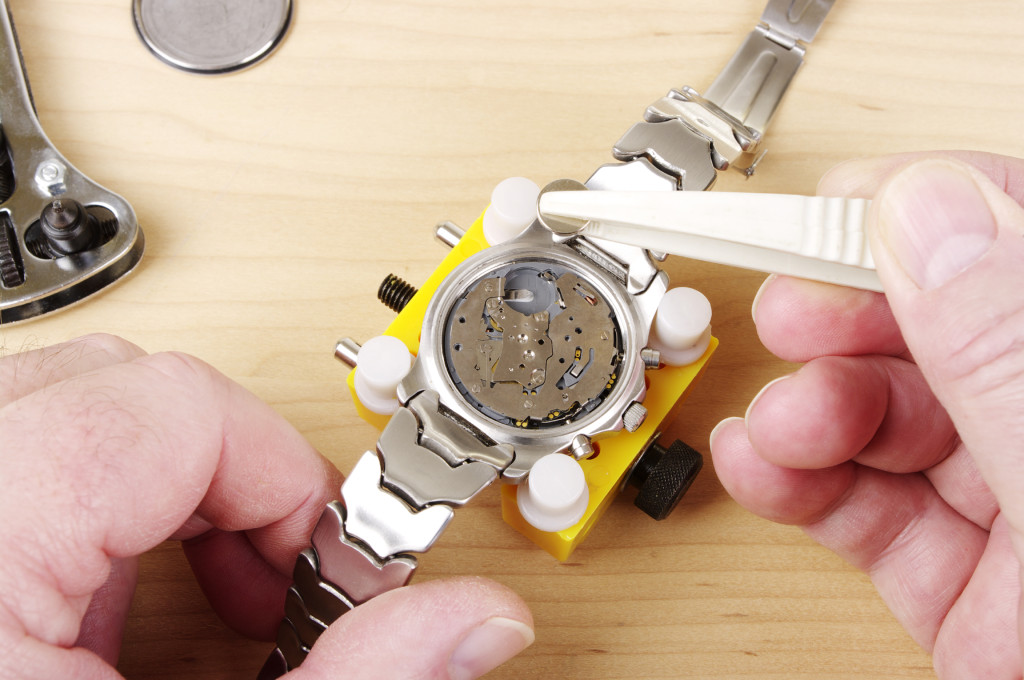 Warning Signs That Your Luxury Watch Needs To Be Serviced