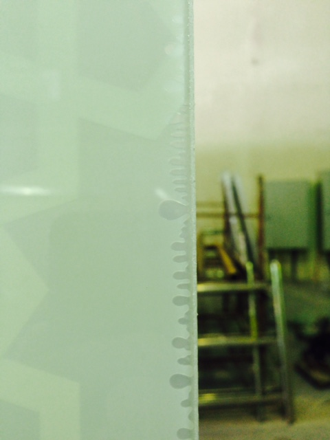 Bubbles around the laminated glass edges (2)