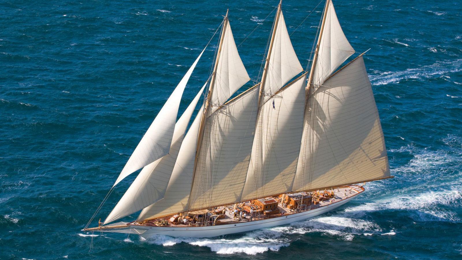 adix-super-yacht-sailing-boat