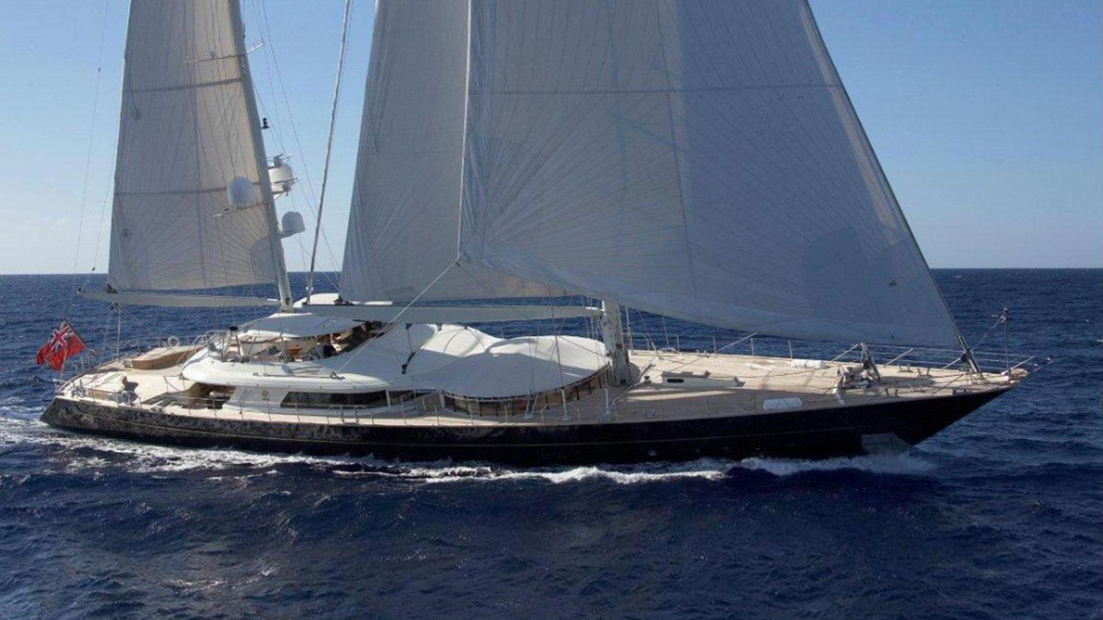 luna-sailing-boat