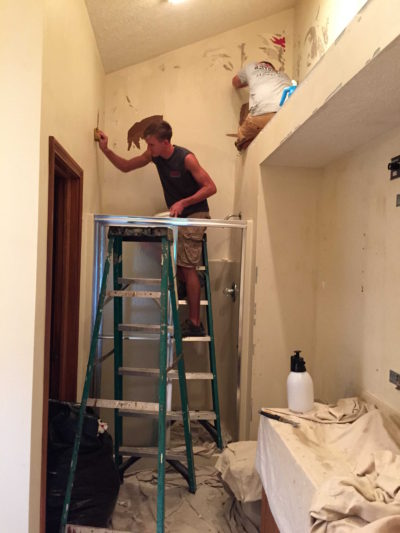 Steps To Remove Wallpaper Properly