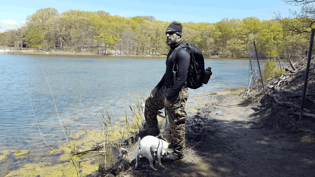 10 must have items when hiking with dog