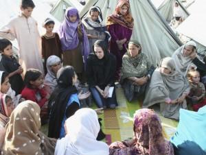 Angelina+Jolie+Visits+Pakistan+Earthquake+67ehtdw17q1l