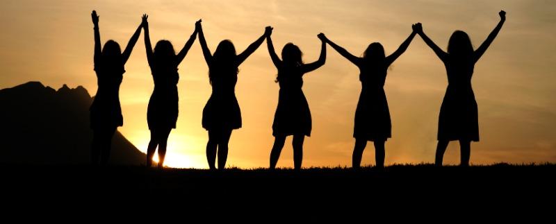 Women-holding-hands1