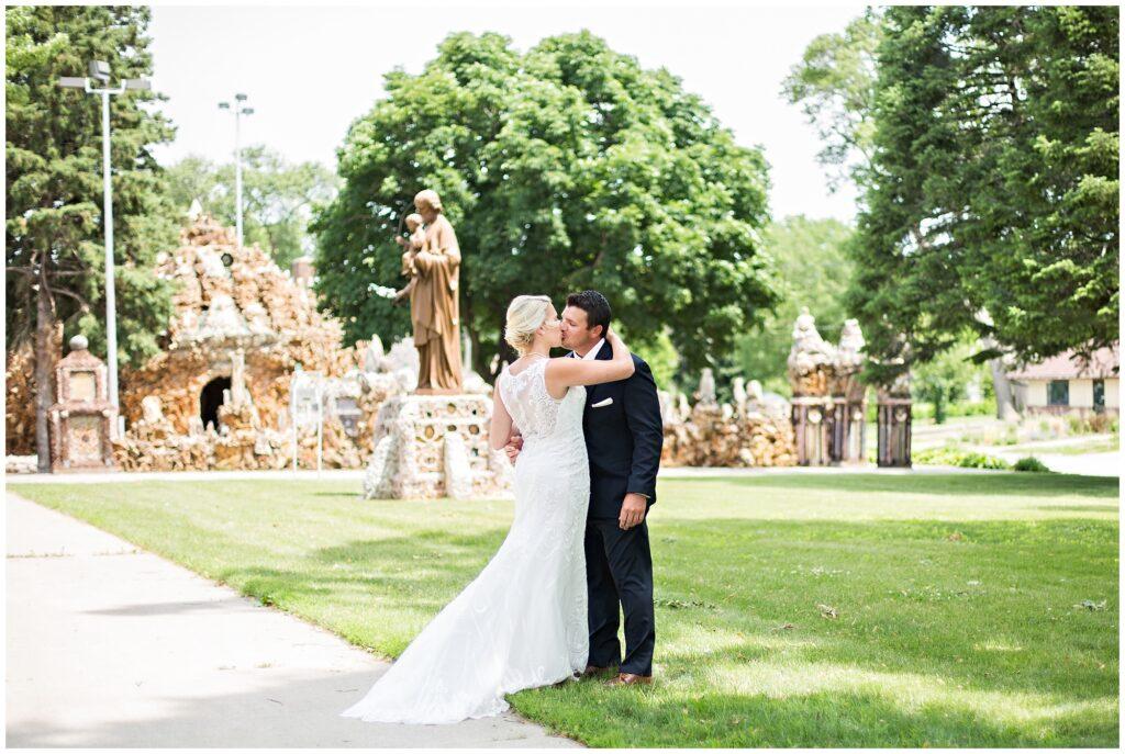 5 Reasons to Share a First Look | Iowa Wedding Photographer | CB Studio