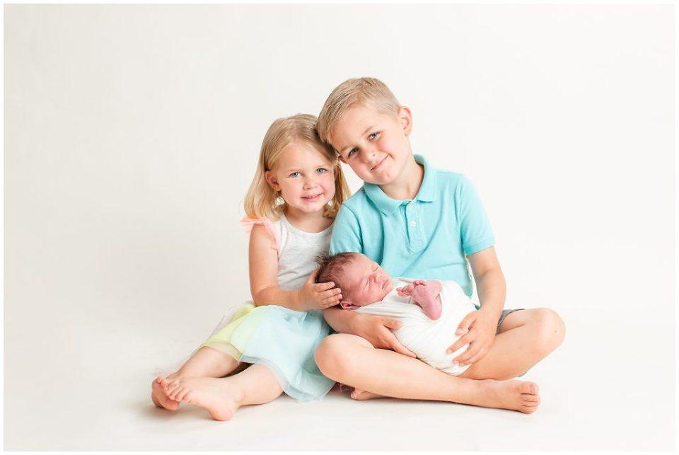 Newborn family sibling pose   Iowa Newborn Photographer   CB Studio