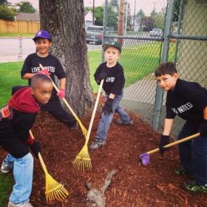 Cub Scouts clean Garfield Park in Everett, WA