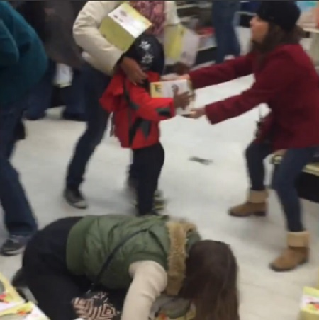 Lady steals from KID! Black Friday 2015